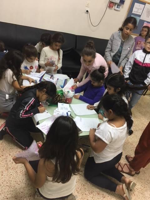 """Adèle et Joanna, Volontaires en Service Civique avec CIEUX et l'IVA à l'école arabe de Tamra (Israël)""""Un autre lieu de travail"""